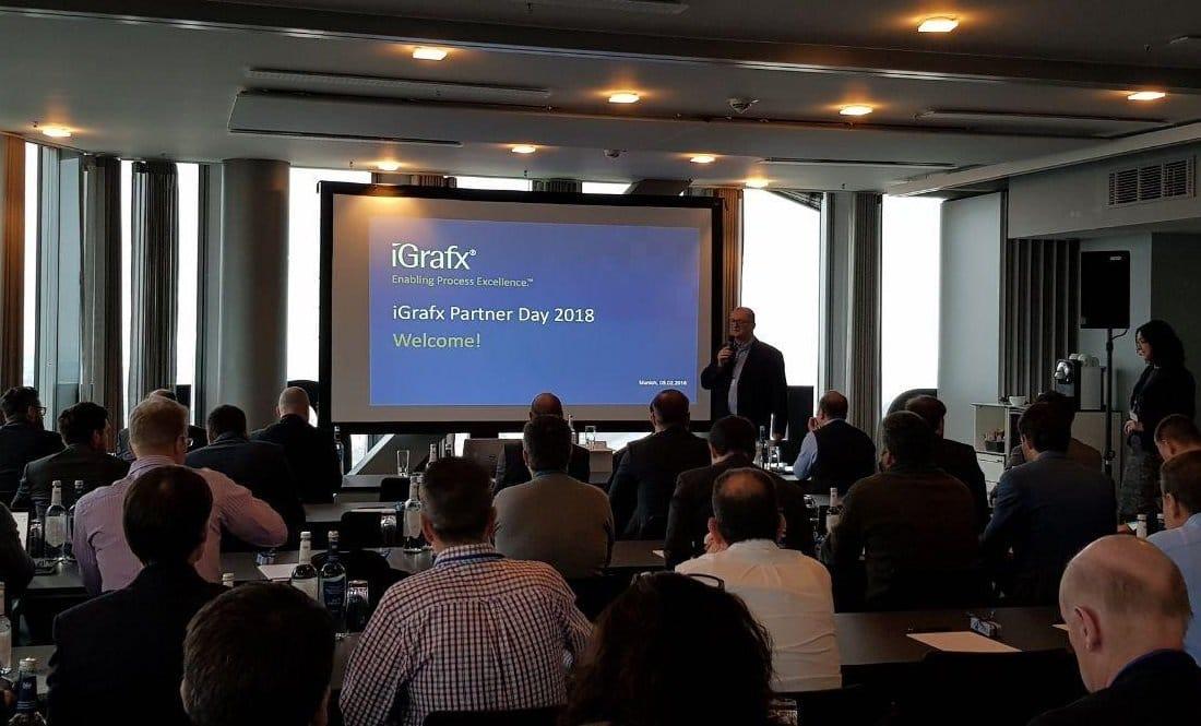 Armin Trautner, iGrafx Managing Director EMEA, begrüßt die Partner